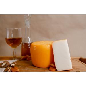 Zinka козиний сир напівтвердий молодий / головка 700g /